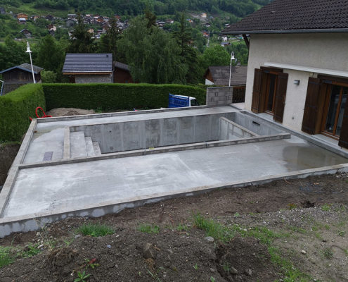 Réalisation d'une piscine et local technique par Maçonnerie Pouget